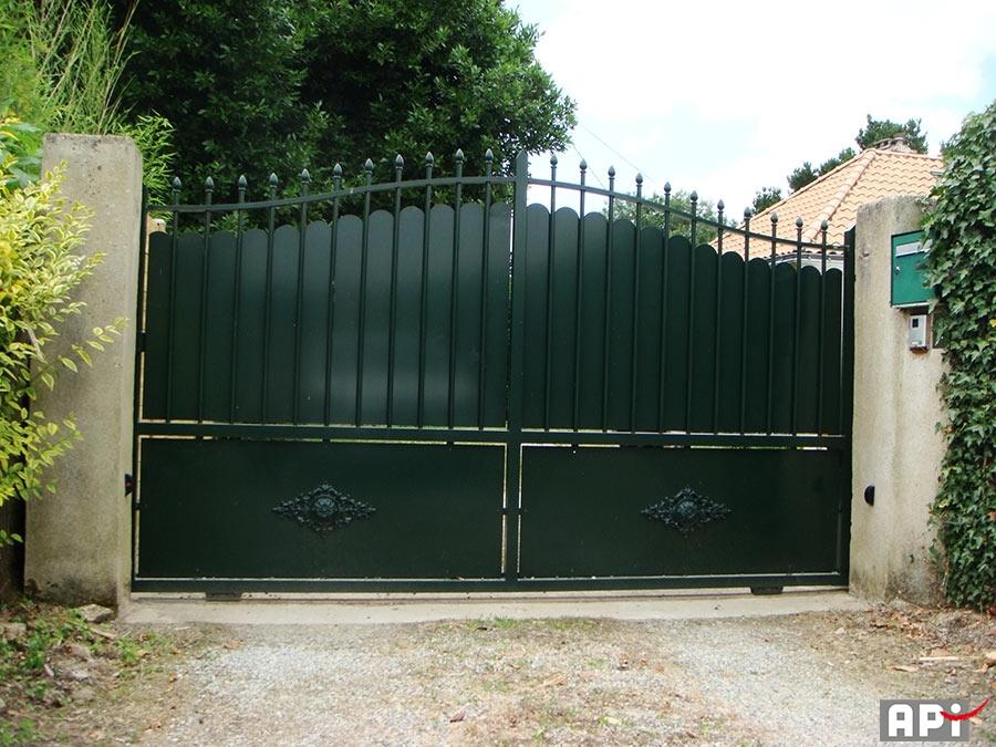 Portail fer api 44 portail motorisation porte de garage for Cloture portail