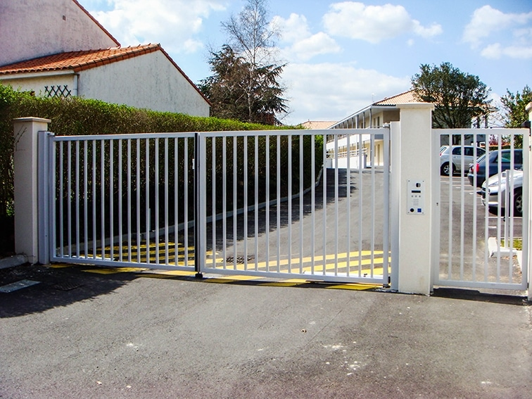 Porte pivotante exel api 44 portail motorisation porte de garage - Portail garage bois 2 vantaux ...