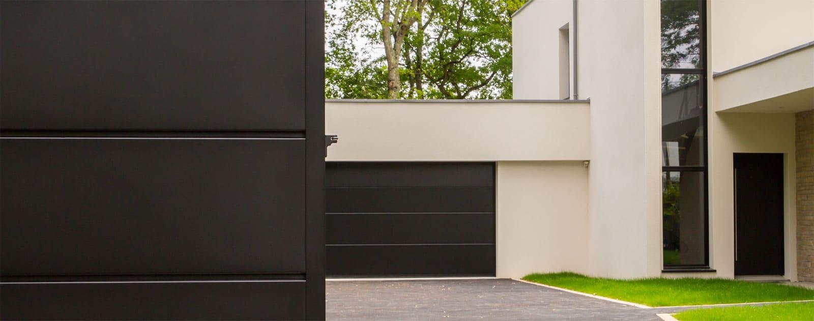 portail sur mesure perfect portail en fer ferronnerie portail coulissant portillon de jardin. Black Bedroom Furniture Sets. Home Design Ideas