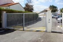 Portail à 2 vantaux barreaudés EXEL, portillon (2)