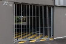 Porte-pivotante-1-vantail-EXEL-barreaudée