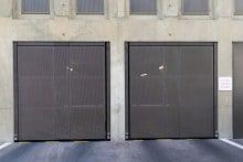 Porte-pivotante-1-vantail-EXEL-habillage-tôle-perforée-2
